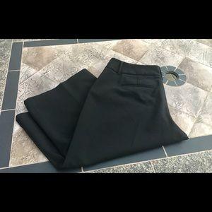 Elle Sz 10 black bermuda shorts